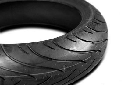 Bien lire un flanc de pneu de moto